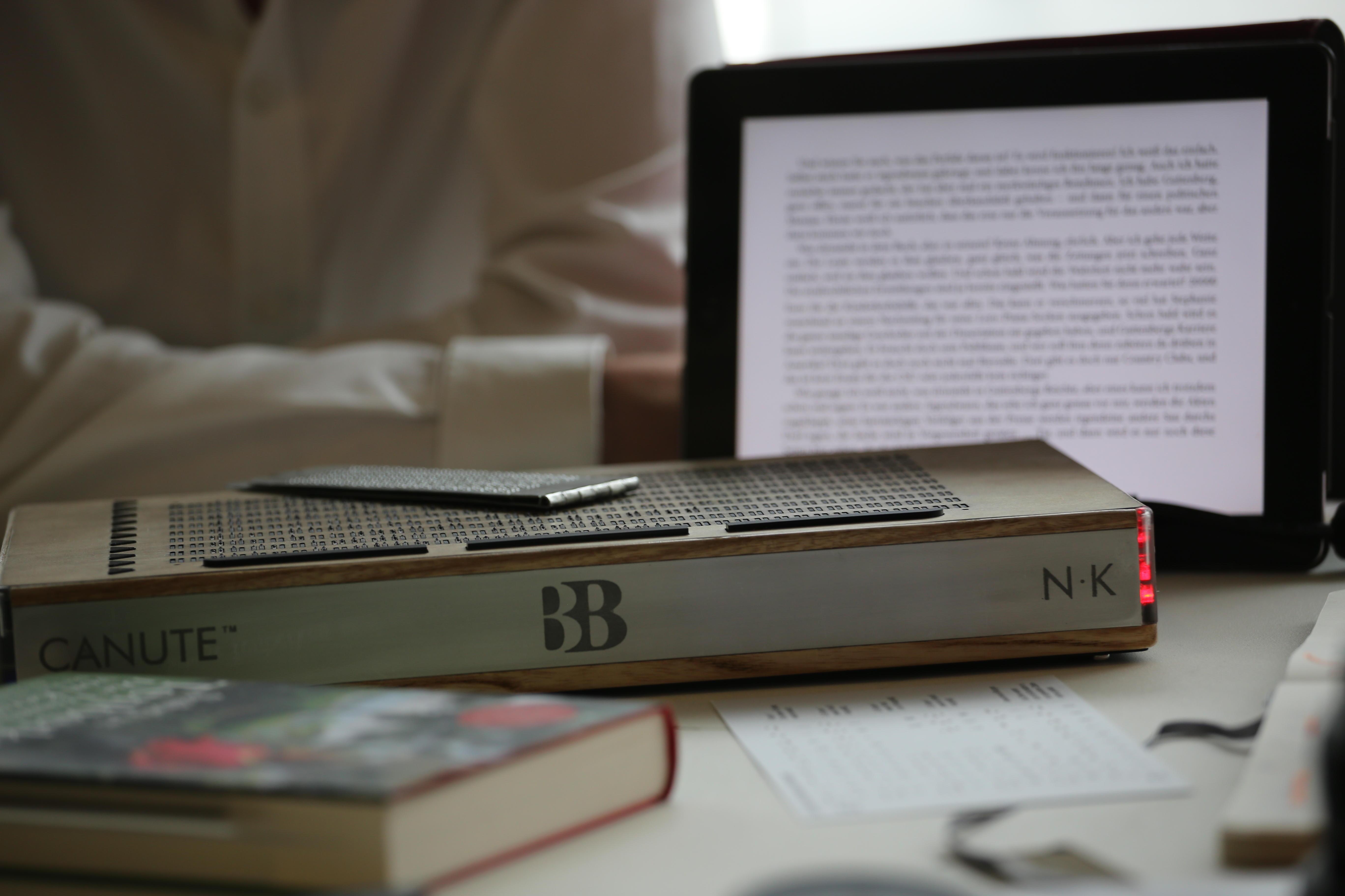 """Canute, czyli """"Kindle dla niewidomych"""" – poznajcie pierwszy czytnik Braille'a"""
